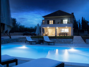 GALOVAC- VILLA sa bazenom (izvrsna prilika )!!!