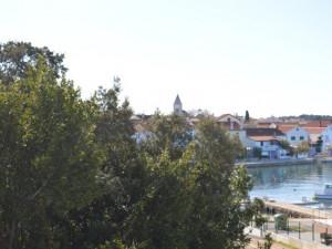 PETRČANE- KATNICA S 4 APARTMANA I VELIKOM OKUĆNICOM !!!