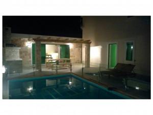 Ražanac-Prekrasna villa sa bazenom !!!