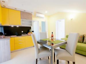 ZADAR- Mocire ,lijepo uređena villa sa 6 apartmana !!!
